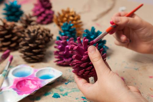pentru că mai sunt câteva zile până la Crăciun poți face acasă împreună cu cel mic diverse ornamente - revistamargot.ro