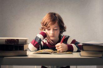 Ce faci atunci când copilul refuză să facă teme?