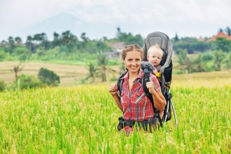 Top 5 beneficii ale babywearing-ului - RevistaMargot.ro