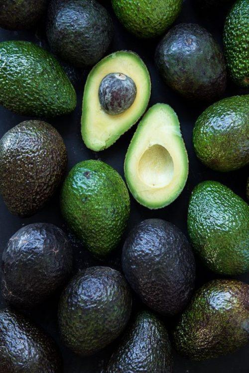 Bebele gustă fructe exotice: avocado - RevistaMargot.ro