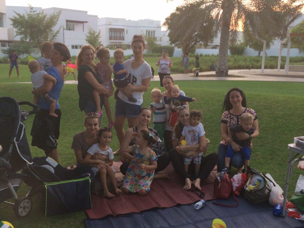 Familii de români, în străinătate: Viața cu copii, în Oman - RevistaMargot.ro