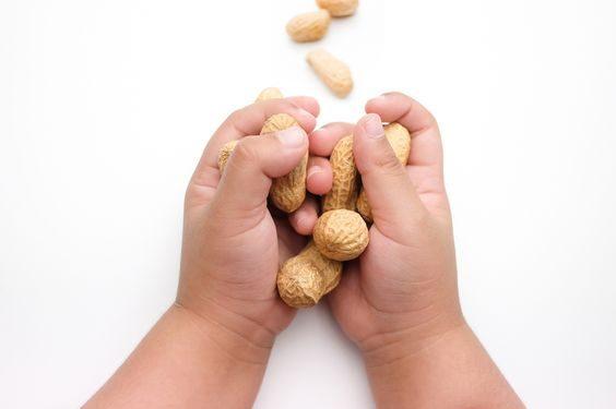 Cum îți ajuți copilul să facă faţă alergiei alimentare - RevistaMargot.ro