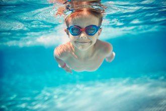 Cum ne protejăm copiii de pericolele activităţilor în apă - RevistaMargot.ro