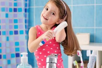 Cum îngrijesc părul lung al fetiței mele - RevistaMargot.ro