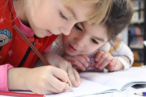Cum a fost primul an de școală al fetiței mele - RevistaMargot.ro