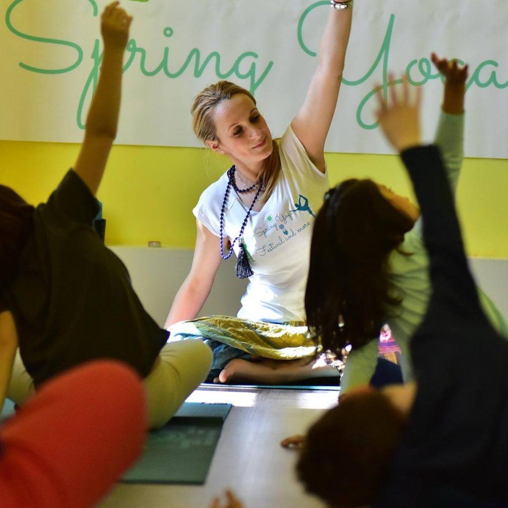 Happy Little Yogi - Beneficiile practicii yoga, pentru copii - RevistaMargot.ro