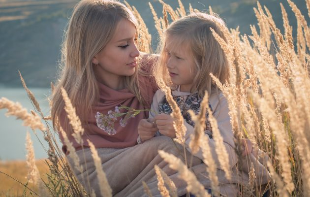 Studiu: Să fii mamă echivalează cu un job de 98 de ore pe săptămână - RevistaMargot.ro