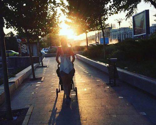 Ce obstacole întâlnesc în drumul lor mamele cu cărucioare? - RevistaMargot.ro