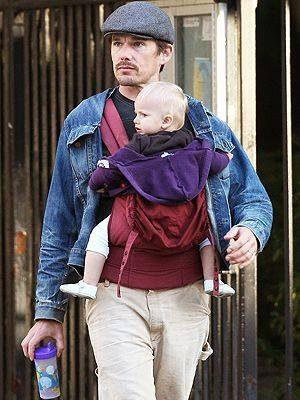 Bărbații adevărați își poartă bebelușii - RevistaMargot.ro