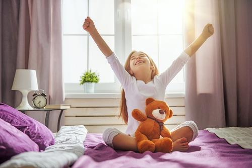 Cum trezești corect un copil dimineața - travelandbeauty.ro