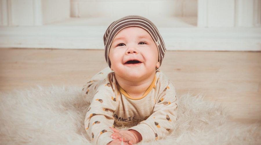 Bebe trebuie să petreacă în jur de 20 de minute pe zi pe burtă - RevistaMargot.ro