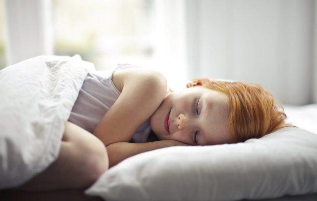 De ce copilului tău nu-i place să adoarmă devreme? - RevistaMargot.ro